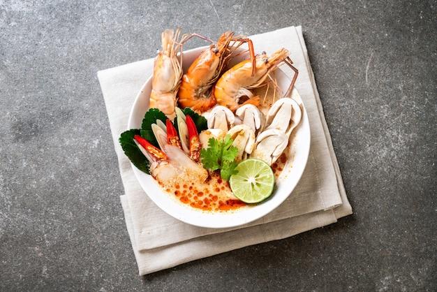Würzige garnelensuppe (tom yum goong)
