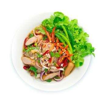Würzige salatnudeln mit schweinefleischsauce