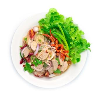 Würzige salatnudeln mit vietnamesischem schweinefleisch
