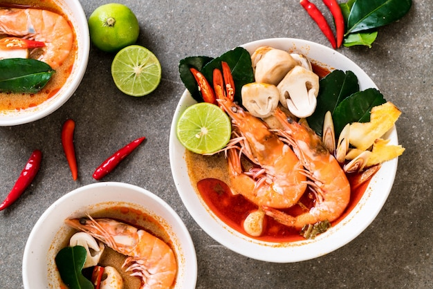 Würzige saure suppe tom yum goongs
