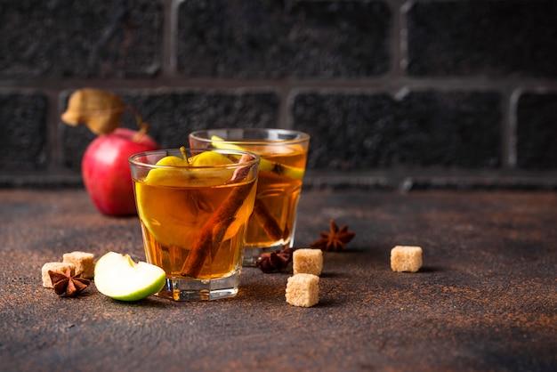 Würziger apfelwein, herbstgetränk