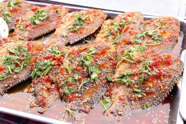 Würziger fisch mit chili