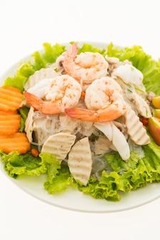 Würziger nudelsalat der meeresfrüchte mit thailändischer art