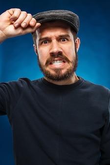 Wütender junger mann Kostenlose Fotos