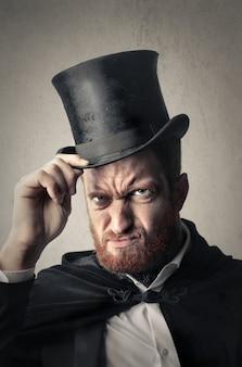 Wütender mann mit zylinder