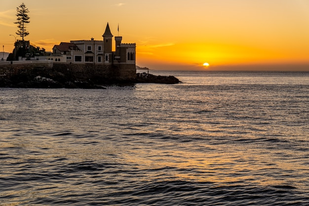 Wulff castle bei sonnenuntergang. vina del mar, chile