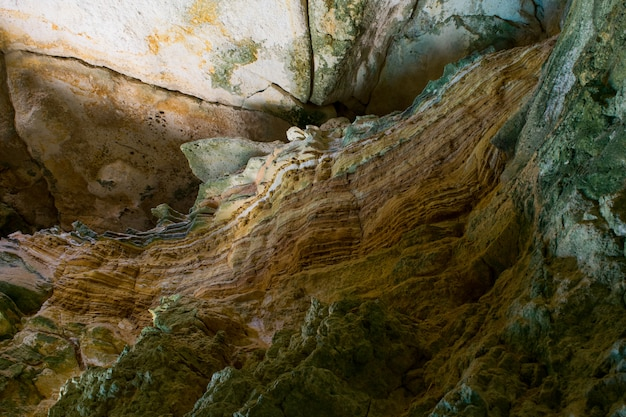 Wunder der höhle. sedimentgesteinsschichten und schichtung