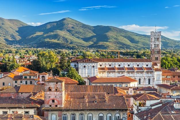 Wunderbares stadtbild in den bergen