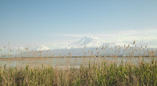 Wunderschöne aussicht. ararat berge aus armenien