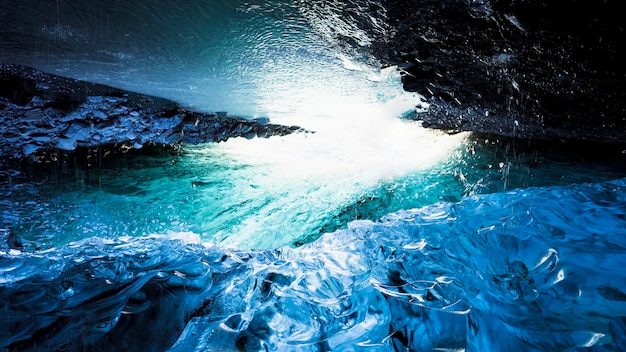 Wunderschöne isländische eishöhle