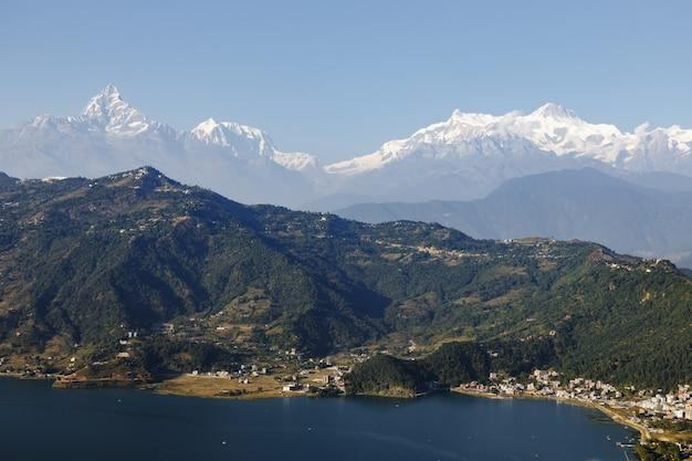 Wunderschöne landschaft in der nähe von pokhara