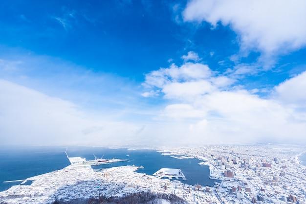 Wunderschöne landschaft und stadtbild vom berg hakodate für einen blick auf die skyline der stadt