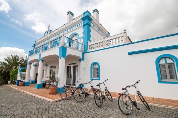 Wunderschöne villa auf einem hügel in der region alentejo
