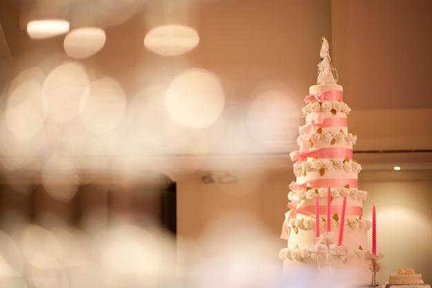 Wunderschöne vintage torte für die hochzeitsfeier