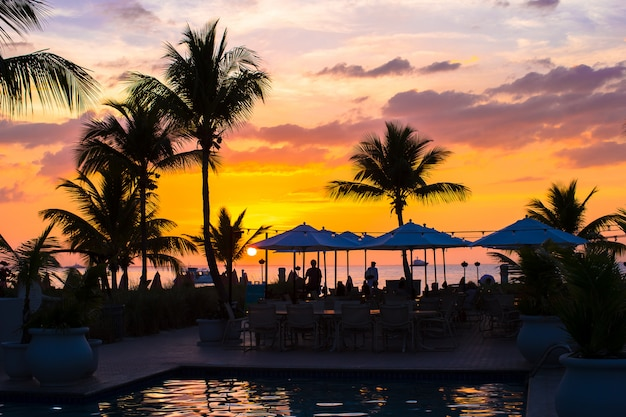Wunderschöner sonnenuntergang in providenciales auf turks- und caicosinseln
