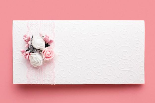 Wunderschönes luxus-hochzeitsbriefpapier und -band