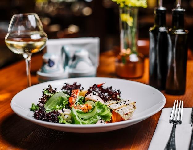 Wurst mit rucola und parmesan
