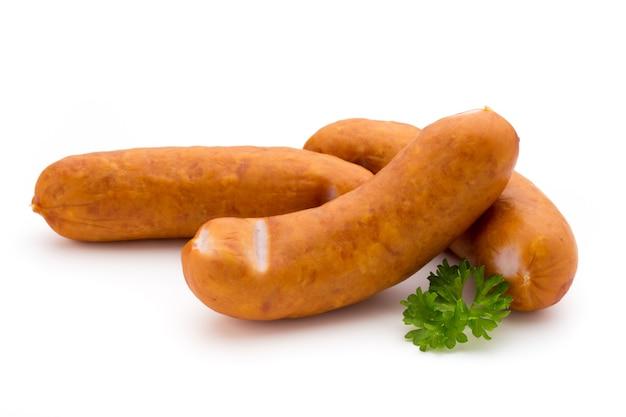 Wurst und gewürze isoliert auf weißem, frischem köstlichem frankfurter.