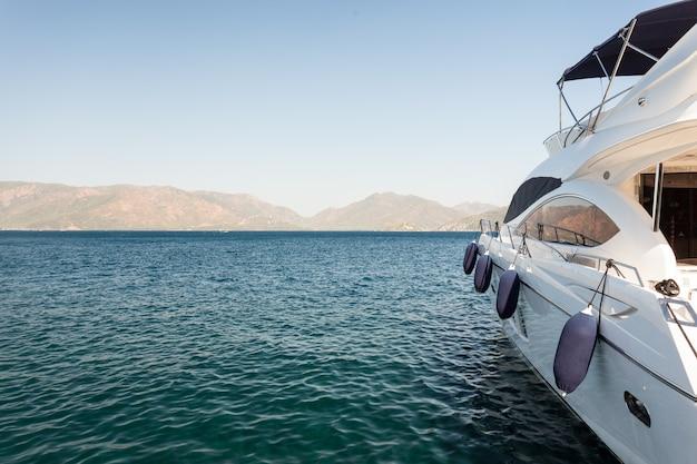 Yacht festgemacht