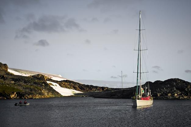 Yacht in der antarktis