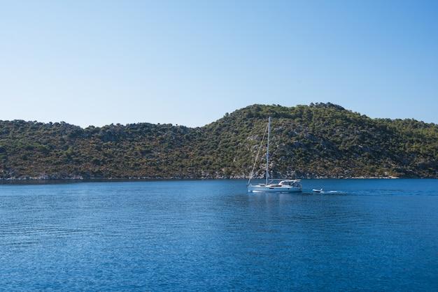 Yacht in der bucht
