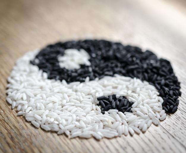 Yin yang zeichen aus reis gemacht