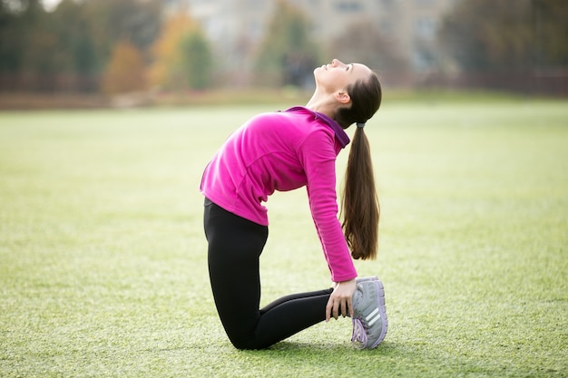 Brünette Teen Yoga-Hose