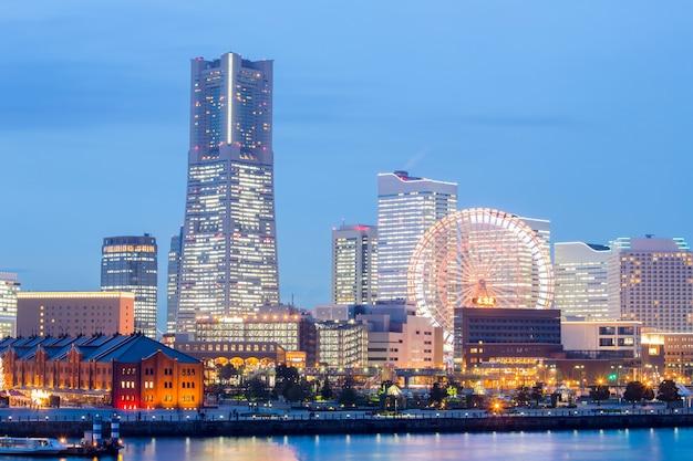 Yokohama in der abenddämmerung