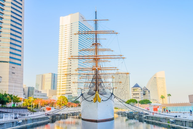 Yokohama, japan - 24. november: nippon maru boot in yokohama, japan am 24. november 2015. nippon maru boot war ein trainingsschiff für die kadetten der japanischen handelsmarine. das boot wurde 1930 gebaut.