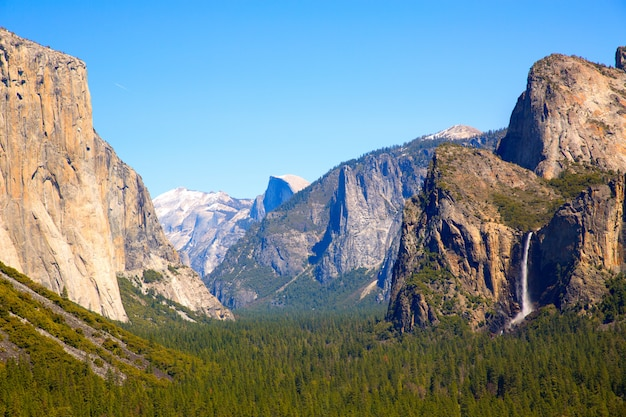 Yosemite el capitan und half dome in kalifornien