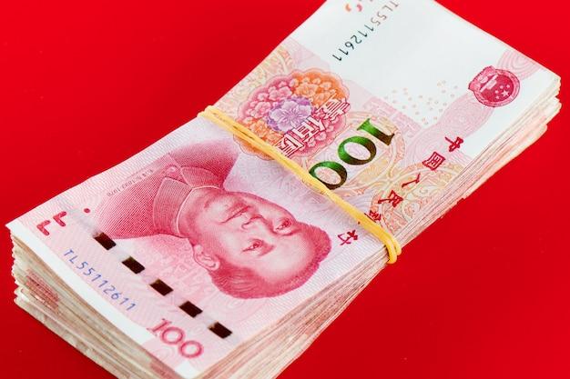 Yuan chinesisches geld rmb auf rot