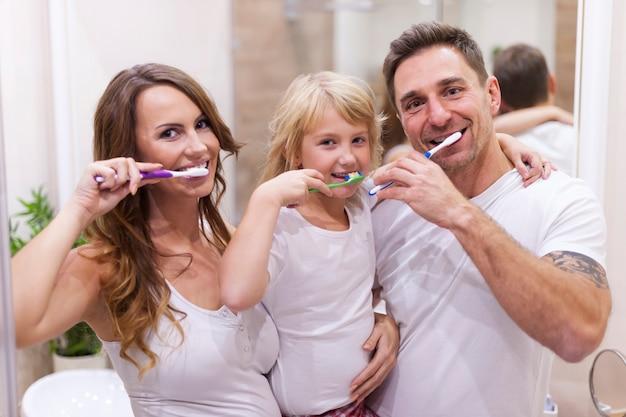 Zähne putzen ist unsere gewohnheit