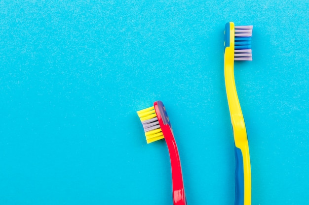 Zähne putzen konzept. zahnbürsten auf draufsicht