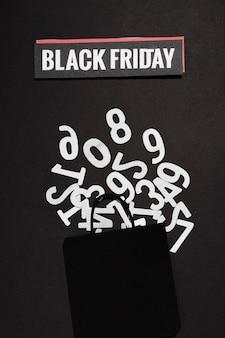 Zahlen-kit und black friday schild mit einkaufstasche