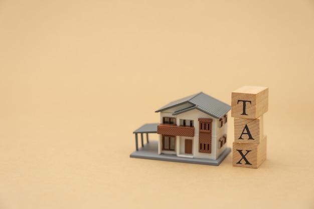 Zahlen sie das jährliche einkommen (tax) für das jahr mit dem taschenrechner.