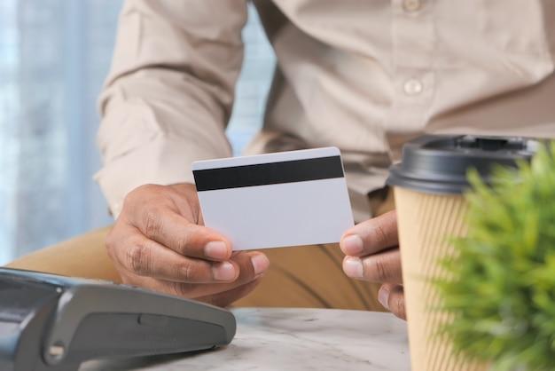 Zahlungsterminal aufladung von einer karte, kontaktlose zahlung.