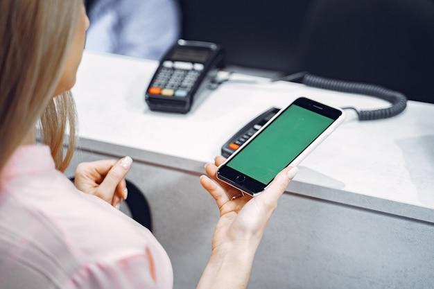 Zahlungsvorgang mit smartphone
