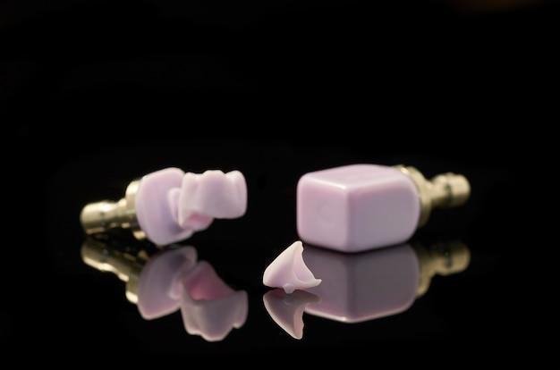 Zahn, molar und block aus lithium disilikat-glaskeramik für die cad-cam-technologie