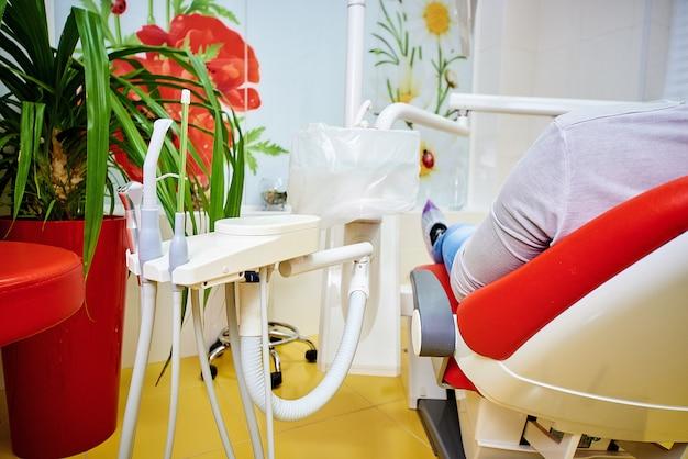 Zahnärztliche ausrüstung, zahnmedizin, medizinische geräte zur behandlung und wiederherstellung von zähnen, medizin und gesundheit