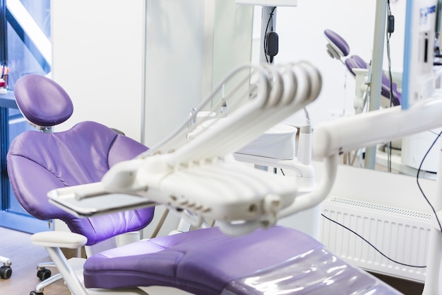 Zahnarztklinik mit medizinischen geräten