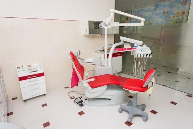 Zahnarztpraxis mit modernem interieur