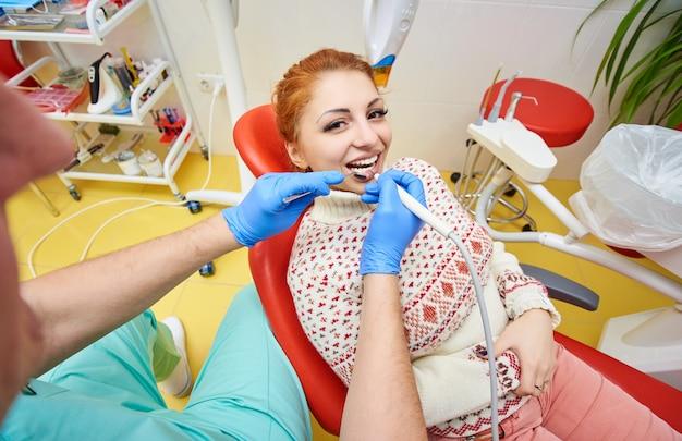 Zahnarztpraxis, zahnmedizin, gesundheitsvorsorge, arzt und patient