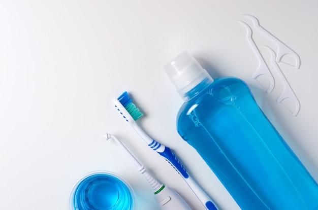 Zahnbürste, mundwasser, zahnseide, munddusche