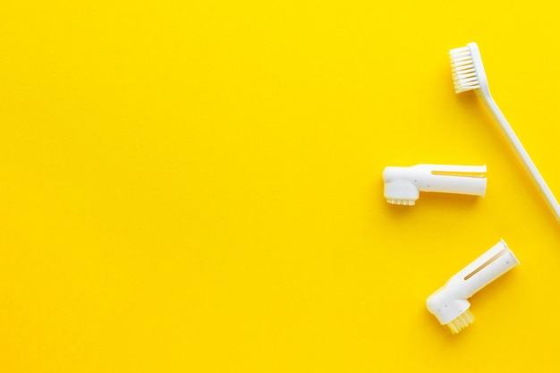 Zahnbürsten für hunde und katzen. kit für die zahnpflege von haustieren