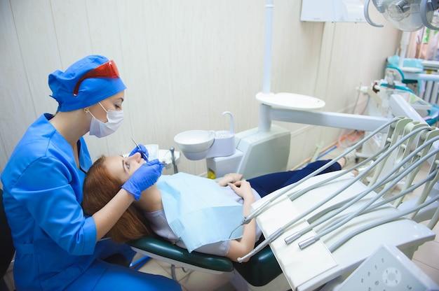 Zahnheilkunde, patientenuntersuchung und behandlung beim zahnarzt