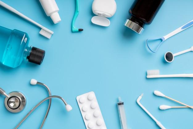 Zahnmedizinischer elementrahmen auf blau