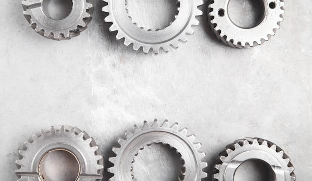Zahnradmechanismus auf metallhintergrund. industrie
