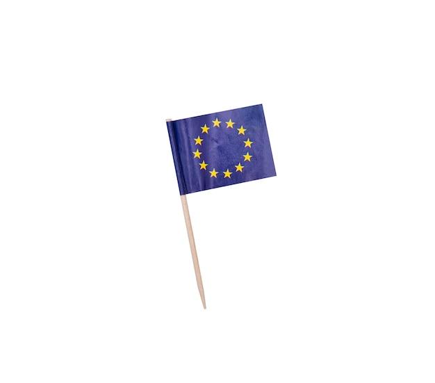 Zahnstocher mit einer papierflagge der europäischen union, eu-flagge auf einem hölzernen zahnstocher