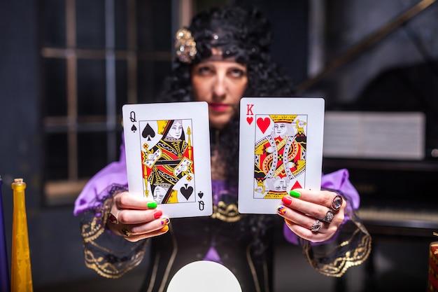 Zauberin beim üben von hexerei