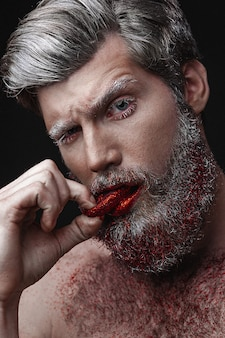 Zaubermann mit den roten lippen und der zunge